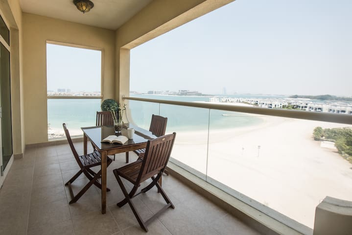 2 BD maids Sea view on Palm with Beach, Pool & Gym