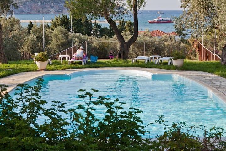 Del Sol Skopelos . Villa Studio seafront.