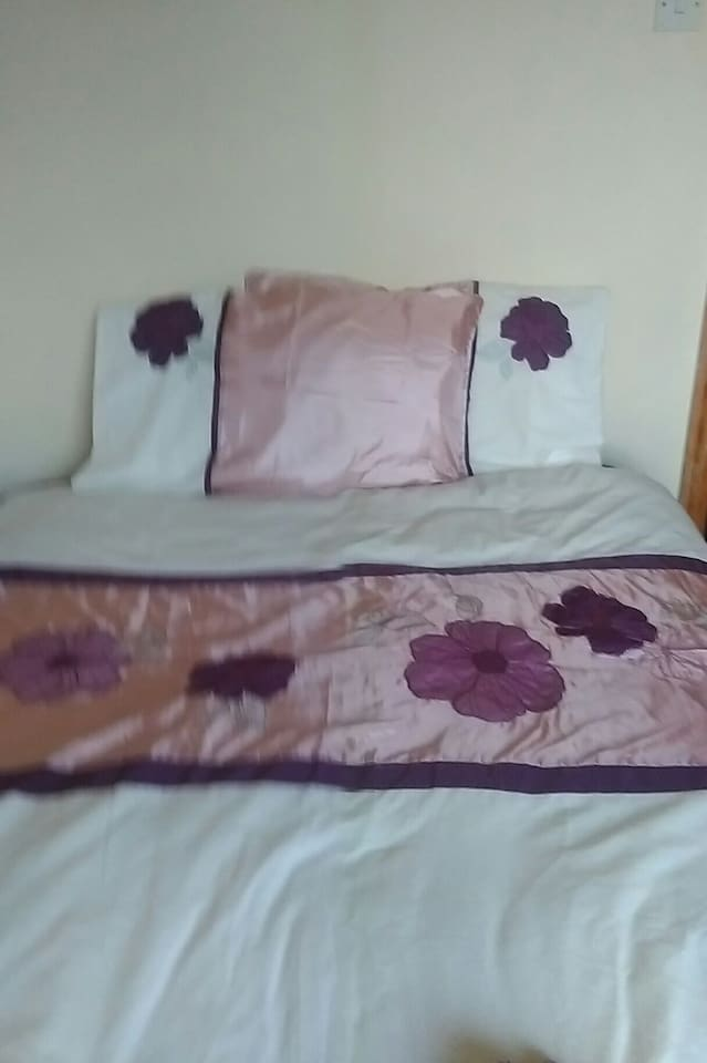 Double bed  sleeps  suit couple   or single person