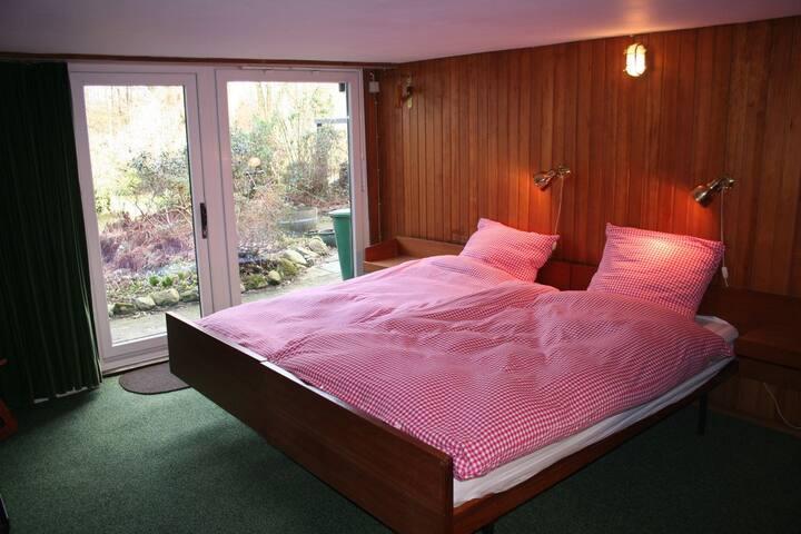 Quiet bedroom with ensuite bathroom - Hamburg - Hus