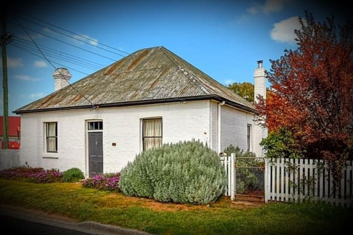 Blazely Cottage (c1840) Heritage Listed,  Longford