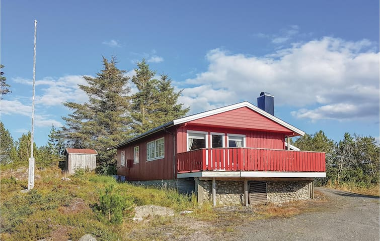 Holiday cottage with 2 bedrooms on 80m² in Farstad