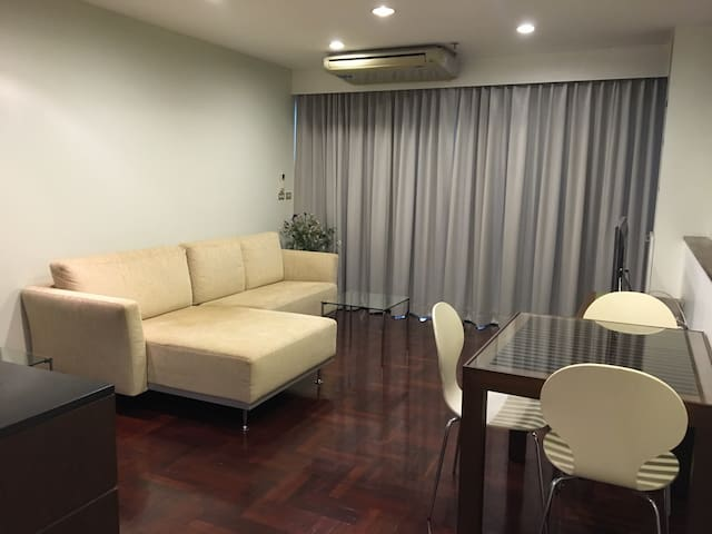 CENTRAL location 1 minute walk from BTS cosy 2BR - Pathumwan - 公寓