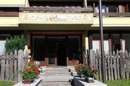APPARTAMENTO ZAULI IN RESIDENCE LA SILVANA - Мадонна-ди-Кампильо - Квартира