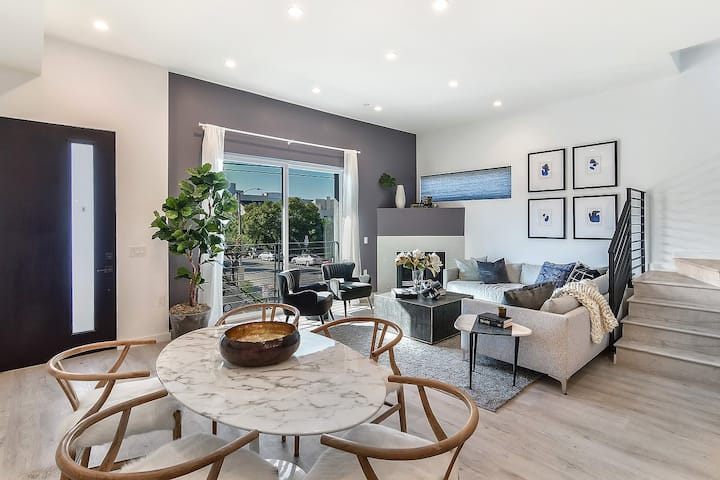 Luxurious 3 Bed/3.5 bath + Private RoofDeck
