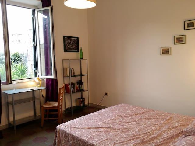Pigneto:Charming Room & coffee on sunny terrace