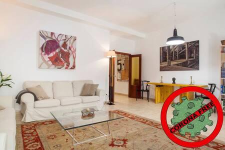 VLC HISTORIC CENTRE spacious & quiet private room