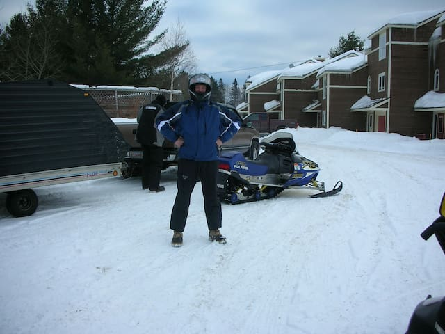 Snowmobilers & Skiers 3 Bed Room trail side to ITS