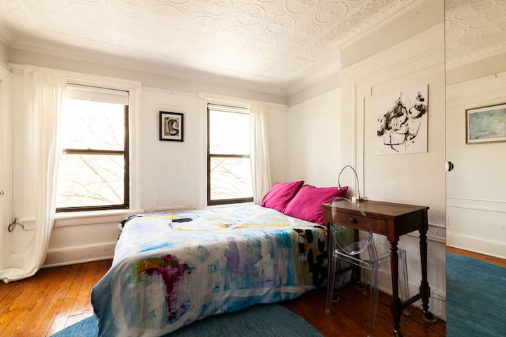 Quaint, artistic 2 bedroom Brooklyn apartment