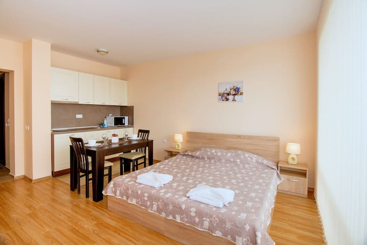 Oxygen Ap. spacious Studio, 100m. from the beach