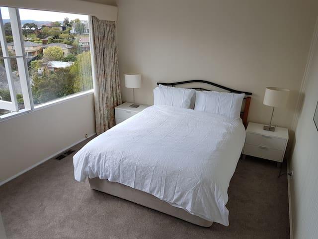 Quiet room, apartment in Sandy Bay, Hobart