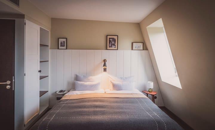 Suite ++ central, spacious, cosy 50ies design