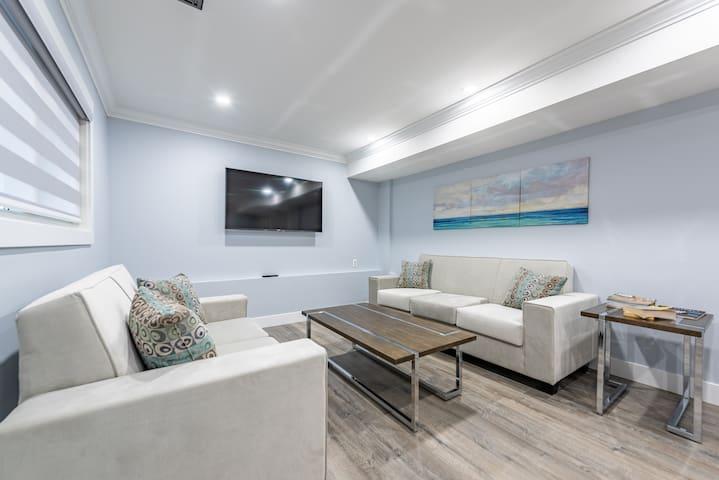 Luxury & Modern 3BD Ground level suite in Surrey!