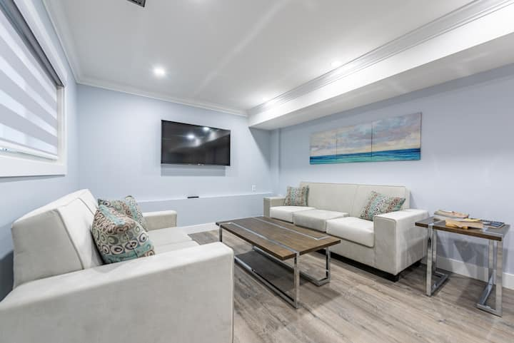 Luxury & Modern 3BD Ground level in Surrey!