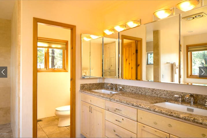 Luxury Spa Suite with Jacuzzi Tub & Private Patio - Sedona