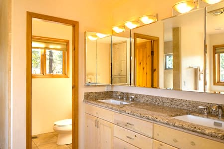Luxury Spa Suite with Jacuzzi Tub & Private Patio - Sedona - Bungalow