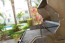 Barbeque grill, for personal use only // Asador, para uso personal solamente