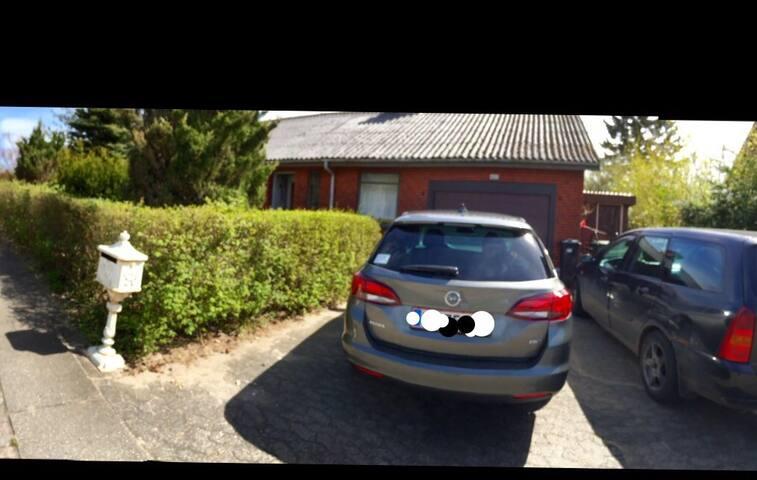 Hus i Sønderup 9541 Suldrup! Lige ud til vej 13