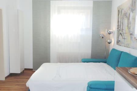 Modernes Hostel - Zweibettzimmer mit Bettcouch - Karlsruhe