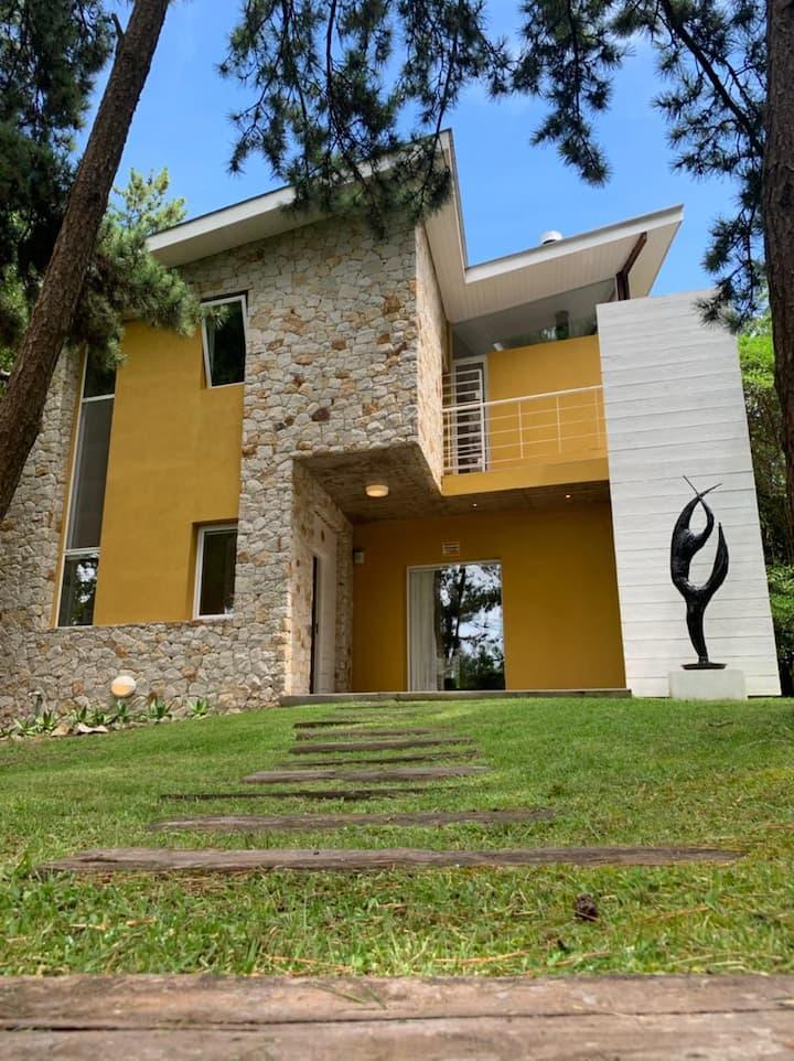 Casa de Playa. Yrurtia 98, Mar de las Pampas