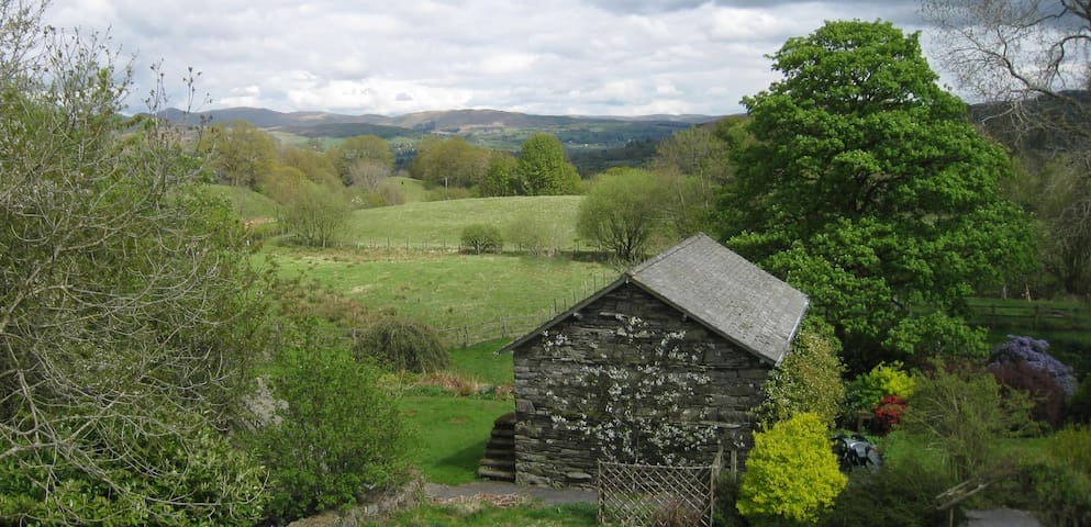 Hatters Cottage - a central Lake District hideaway - Hawkshead Hill - House