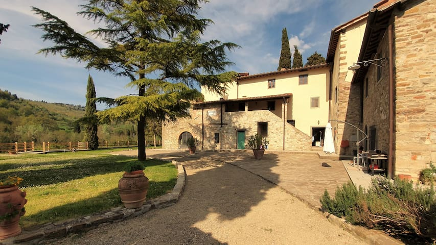 FarmHouse Casellina, 2 Houses, Garden & Pool, 16+