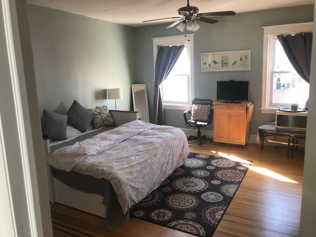 Fishtown Private Bed and Bath—UNLIMITED PARKING