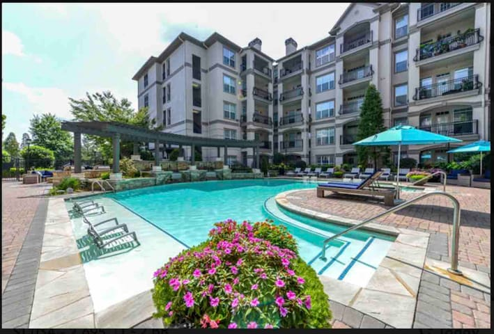 Midtown luxury apartments near Lenox Mall