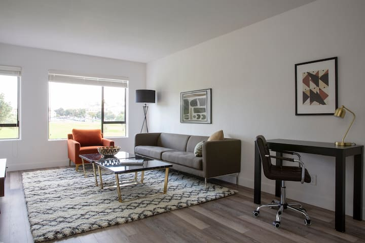 Sonder | 1550 Bay | Warm 1BR + Gym
