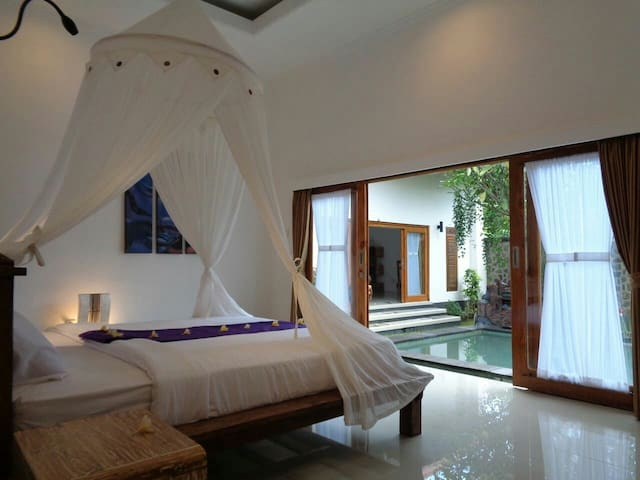 Private Room in Pool Homestay