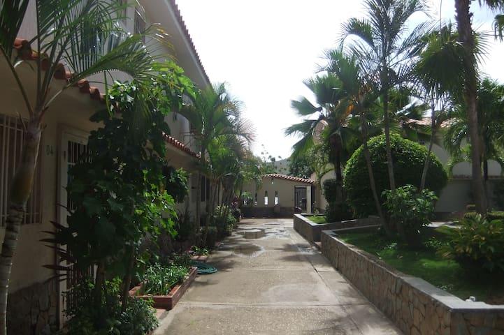 COZY & CHEAP TOWNHOUSE IN MARGARITA ISLAND