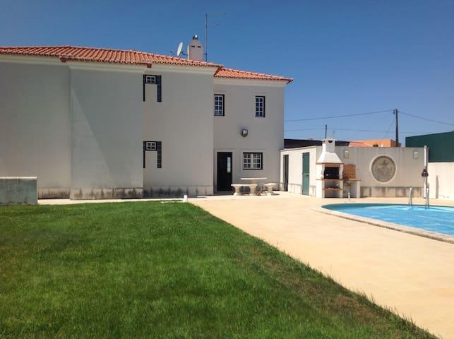 Casa com piscina a 5 minutos da praia da Ericeira - Mafra - Talo