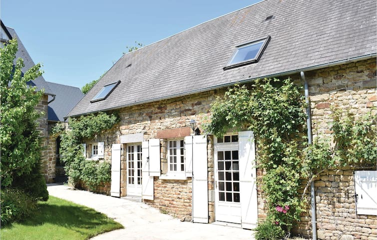 Holiday cottage with 2 bedrooms on 75m² in St. Pierre Langers