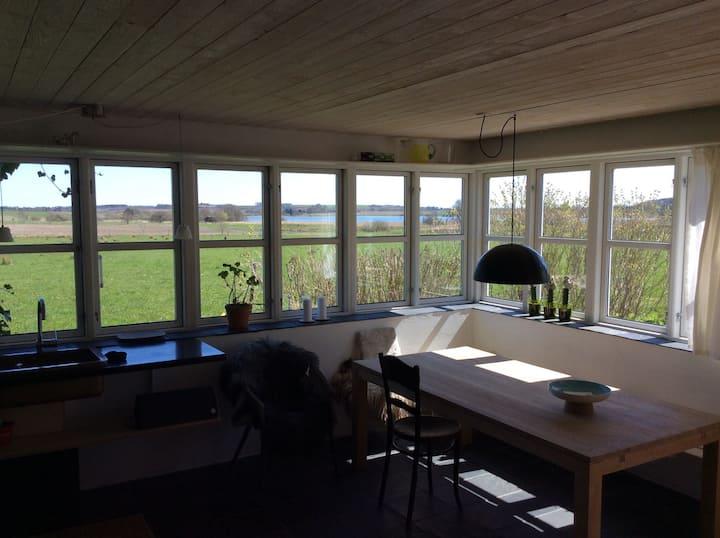 Landlig idyl - søudsigt og natur tæt på Aarhus