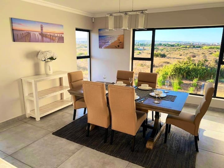 Coastal & Country Living in Langebaan [6 sleeper]