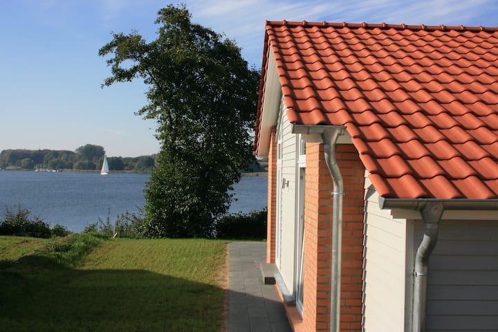 Weidenuferhaus - Luxus-Ferienhaus direkt an der Schlei