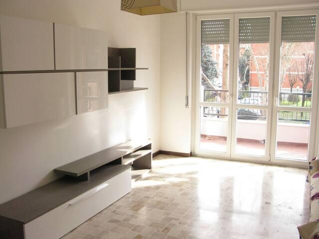 Spazioso e luminoso appartamento, zona tranquilla - Sesto San Giovanni - Apartamento