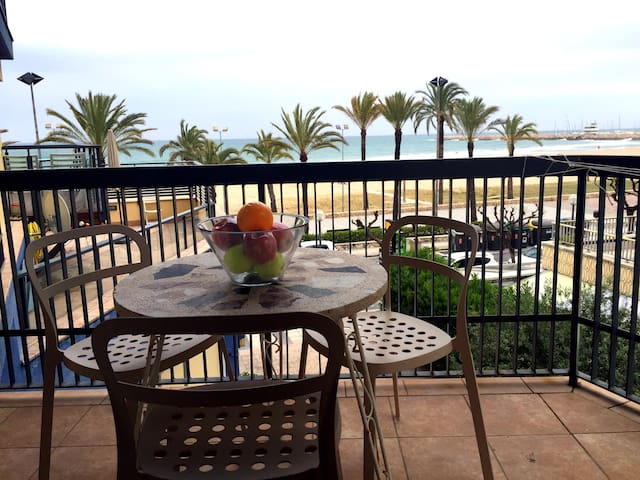 Beautiful and cozy 2 bedrooms sea front apartment - Calafell - Leilighet
