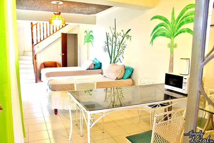 Relax at Sandy's 1-3 bd  - 40 to 80US/room