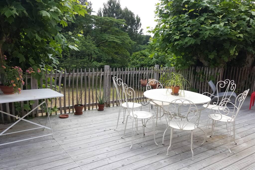 40 m2 de terrasse dans les arbres