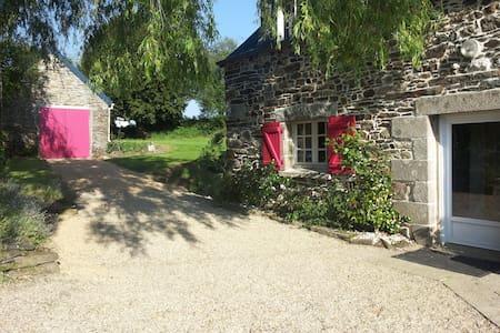 Grande maison en pierre au calme et proche mer - Sainte-Sève