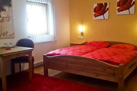 Doppelzimmer (4) Las Vegas - Blankenheim - Bed & Breakfast