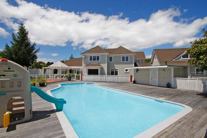 Kefalonia Luxury Retreat - Waikanae - House
