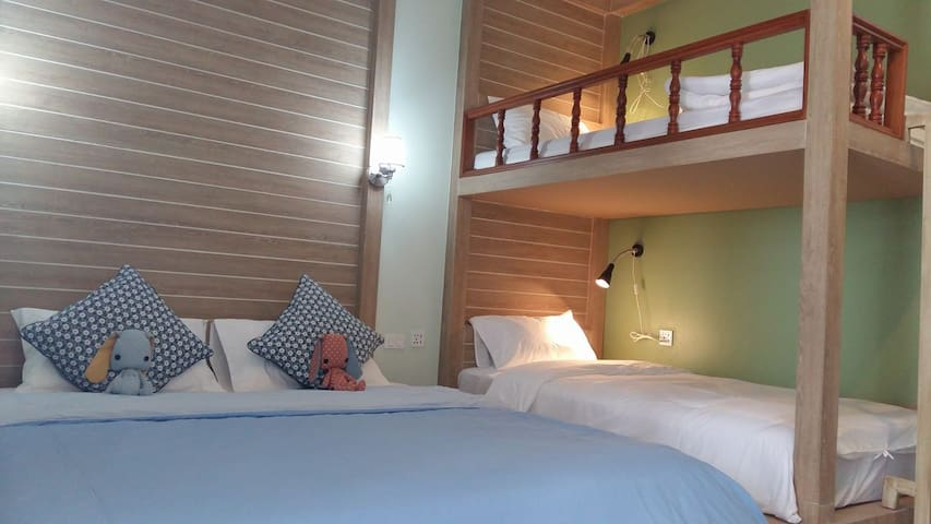 The Luna Hostel Phuket Airport