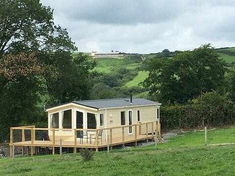 Caravan Farm Stay with panoramic countryside views