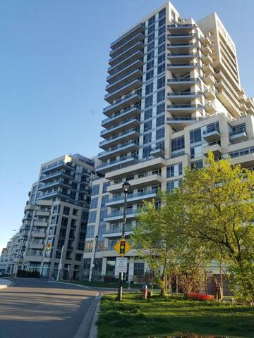 Condo - Beautiful Room on Yonge North of Steeles