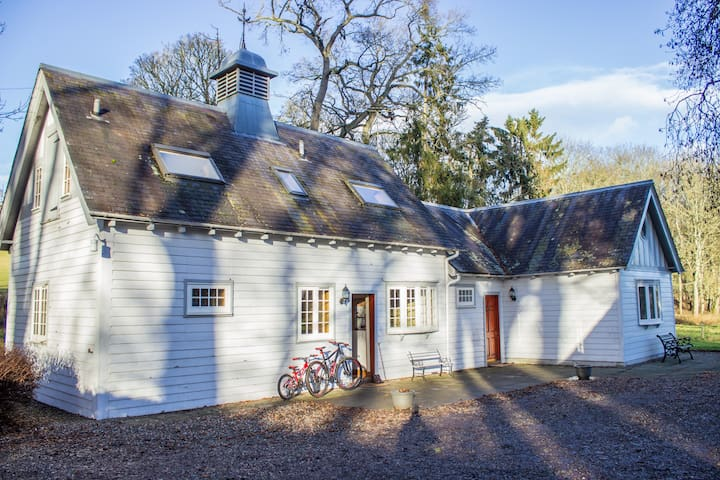 Ardblair Castle Stable: Self-Catering Cottage - Blairgowrie and Rattray - 獨棟