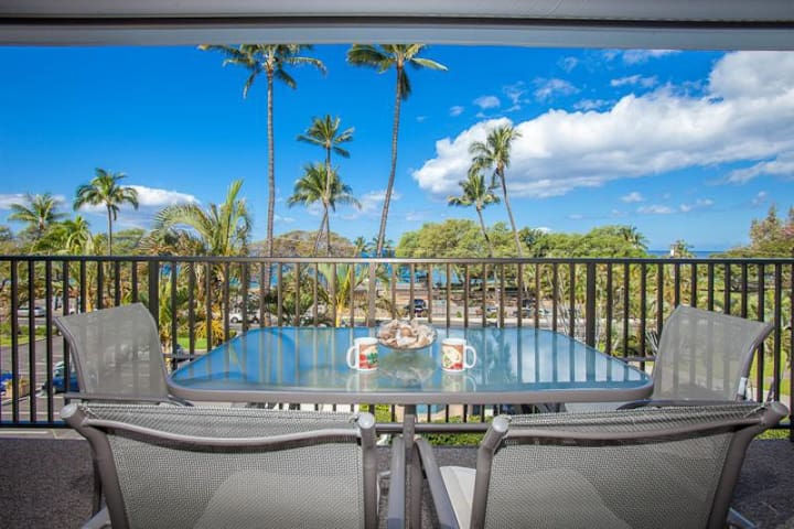 Maui Parkshore #409: Have fun in this two bedroom, two bath Ocean View condo on Maui's South shore. Sleeps up to 4 guests.