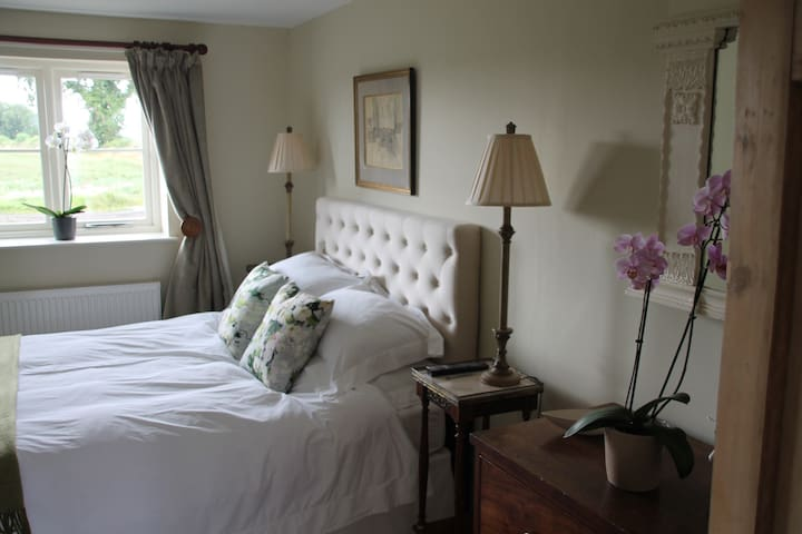 Gorgeous bolthole, B&B, stunning rooms and view