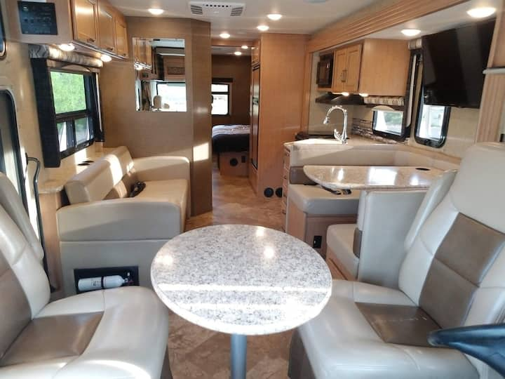 2016 RV Thor ACE (Commodore)